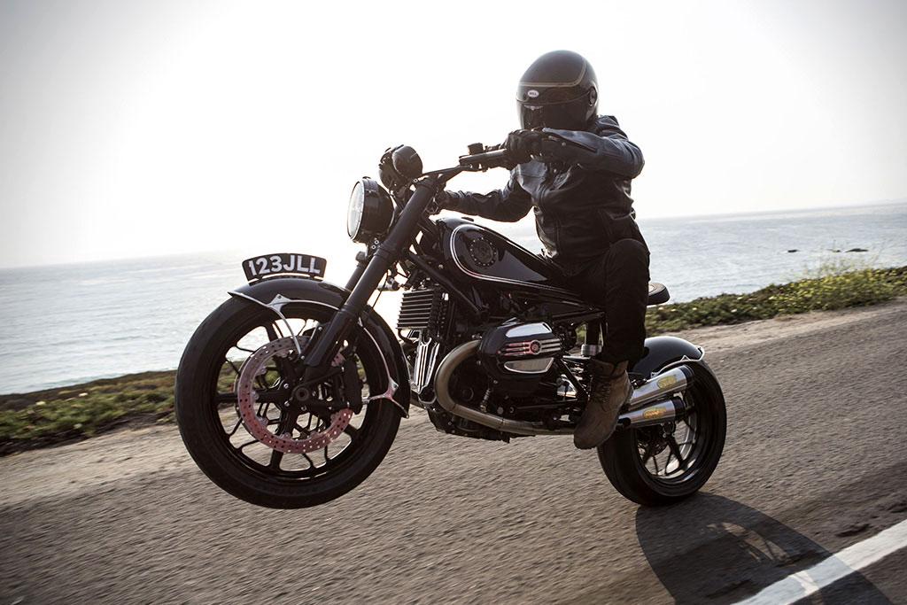 Pilot Garage Motosiklet Ekspertiz firması olarak motosiklet tutkunlarına tavsiyemiz ikinci el motosiklet almadan önce mutlaka son teknoloji cihazlarla motosiklet expertiz işlemiyle motosikleti kontrol ettirmelisiniz. Türkiye'de her gün binlerce motosiklet satışı yapılmakta ancak bunların sadece % 25'i uzman, profesyonel ekspertler tarafından kontrol edilerek satın alınmaktadır. Diğer % 75'lik kısım ise eski sanayi usulü ustaya güvenerek ya da bildiği kadarı ile kontrol ederek motosikletinini satın almaktadır ve genelde can sıkıcı sorunlar yaşamaktadır. Motosiklet tutkunlarına tavsiyemiz motosiklet ekspertizi yaptırarak hem paranızı hem de en önemlisi can güvenliğinizi riske atmayın çünkü motosiklette hatalı olabilecek bir parça size trafikte olmaması gerektiren kazalara sebebiyet verebilir. Motosiklet ekspertizinde Türkiye'deki Pilot Garage şubelerimize gelerek beğendiğiniz ikinci el motosiklet kontrol ettirebilirsiniz.